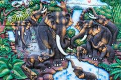 Großer Elefant des Mörsers auf Wand lizenzfreie stockbilder