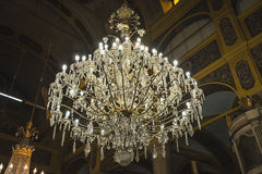 Großer enormer schöner Leuchter in der alten alten Kirche bei Burgas, Bulgarien stockfotografie