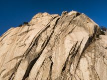 Großer Felsen in den Bergen Lizenzfreie Stockfotografie