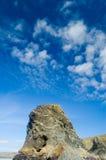 Großer Felsen und Himmel der flachen Oberseite Stockfoto