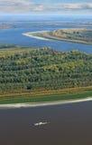 Großer Fluss im Herbst, Draufsicht Stockbild