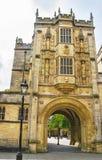 Großer Gatehouse des College-Grüns in Bristol in England Stockfoto