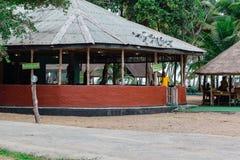 Großer Gazebo benutzt als Turnhalle in La Campagne-Strandurlaubsort Lekki Lagos Nigeria lizenzfreie stockfotografie