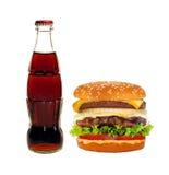 Großer geschmackvoller Cheeseburger lokalisiert auf Weiß Stockfotografie
