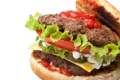 Großer geschmackvoller doppelter Cheeseburger offen Lizenzfreie Stockfotografie