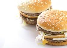 Großer geschmackvoller Hamburger Lizenzfreie Stockfotos