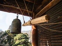 Großer Glockenturm des Tempels bei Japan Stockbild