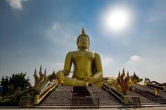 Großer goldener Buddha in Thailand Lizenzfreies Stockbild