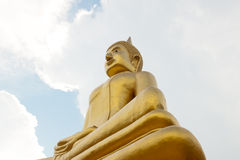 Großer goldener meditierender Buddha Lizenzfreies Stockfoto
