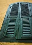 Großer grüner Fensterladen Anchient Lizenzfreies Stockbild