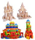 Großer hölzerner Turmsatz lokalisiert auf weißem Hintergrund stockbild