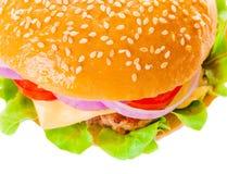 Großer Hamburger auf weißem Hintergrund Lizenzfreies Stockbild