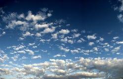 Großer Himmelhintergrund Lizenzfreies Stockfoto