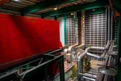 Großer industrieller Innenraum mit Stromgenerator Stockfotos
