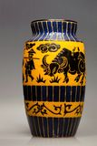Großer keramischer Vase mit Tiermotiv, Vietnam Stockfoto