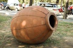 Großer Krug hergestellt vom Lehm lizenzfreie stockfotografie