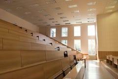 Großer leerer Vorlesungssal Stockfotografie