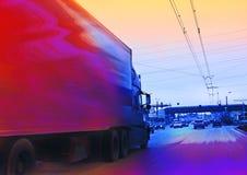 Großer LKW mit Ladung lizenzfreie stockfotos
