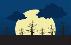 Großer Mond und Wald Stockfotografie