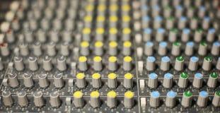 Großer Musik-Mischerschreibtisch Lizenzfreie Stockbilder