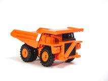 Großer orange Kipplaster des Spielzeugs Lizenzfreie Stockfotos