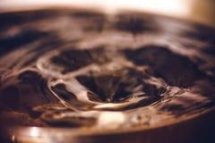 Großer Rückgangsrückgang in das Wasser Lizenzfreies Stockfoto
