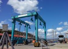 großer Reiseaufzug im Hafen von le Grazie Stockbild