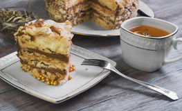Großer runder Kuchen der Meringe Stockfoto