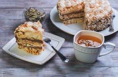 Großer runder Kuchen der Meringe Stockbilder