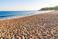 Großer sandiger Strand in Griechenland Lizenzfreies Stockbild