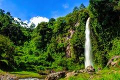 Großer schöner Natur Wasserfall in Bandung Indonesien Lizenzfreies Stockfoto
