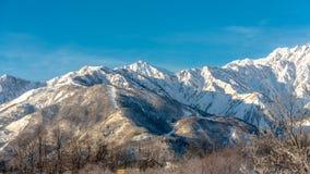 Großer Schnee-Gebirgslandschafts-Hintergrund-Feiertag in Japan-Fotos lizenzfreie stockfotografie