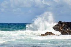 Großer Spray von den Wellen Stockfotografie