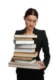 Großer Stapel der Mädchenholding sehr der Bücher Lizenzfreie Stockfotos