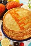 Großer Stapel Pfannkuchen Stockfotografie