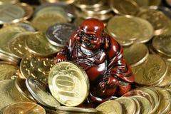 Großer Stapel von alten, sauberen Münzen Lizenzfreies Stockfoto