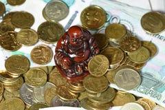 Großer Stapel von alten, sauberen Münzen Stockbild