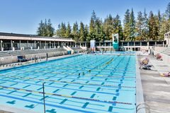 Großer Swimmingpool bei De Anza College, Cupertino Stockfotografie