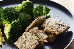 Großer Teller mit gesundem Lebensmittel lizenzfreie stockbilder