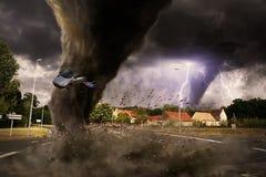 Großer Tornadounfall auf einer Straße Lizenzfreie Stockfotos