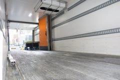 Großer tracktor Anhängerversandversand tauschen leere Frachtkabine lizenzfreie stockfotografie