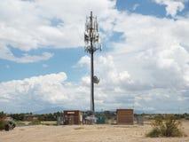Großer Turm für Kommunikationen Stockbilder