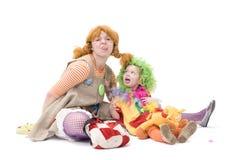 Großer und kleiner Clown bilden dummes Gesicht Lizenzfreie Stockfotografie