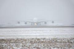 Großer Vogel A380 in München-Flughafen, auf Schnee Lizenzfreie Stockbilder