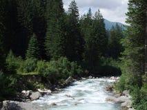 Großer Wasserfall in den Bergen von Österreich Europa stockfotografie