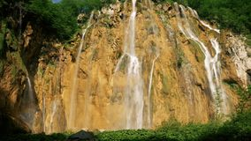 Großer Wasserfall in Kroatien stock footage