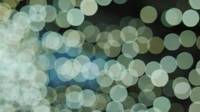 Großer weißer und gelber bokeh Hintergrund Gelber defocused Kreisfacula Natürliche sich hin- und herbewegende organische abstrakt stock video footage