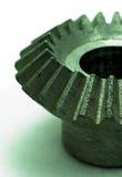 Großer Zahn dreht innen den Motor Stockfoto