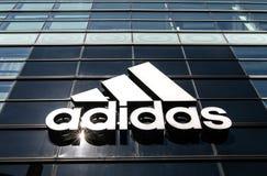 Großes Adidas-Logo Stockfotografie