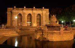 Großes akademisches Theater in Taschkent nachts Lizenzfreie Stockfotografie